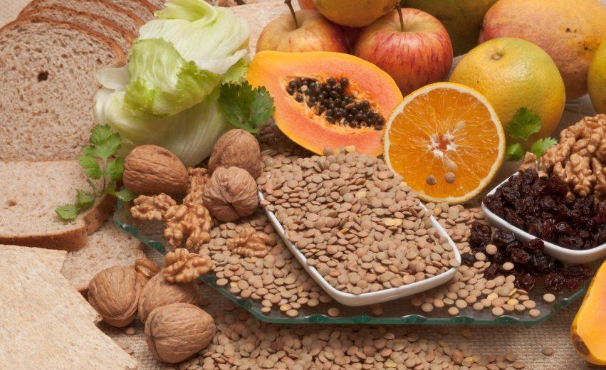 Alimentos servidos em mesa | Comer fibras emagrece?