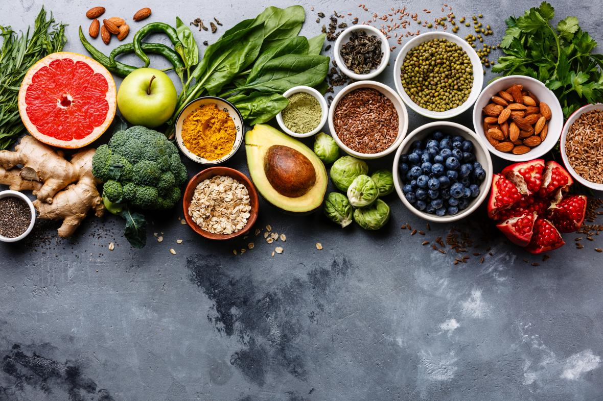 foto detalhe de alimentos ricos em vitaminas | Alimentos que ajudam no funcionamento do intestino